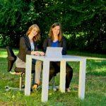 KMB| Wiesbaden Jubilaeumsshooting Marie und Bella am Laptop