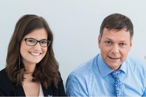 KMB| Mitarbeiterin Kathrin Gärtner und Dr. Klaus M. Bernsau freuen sich auf ein Gespräch mit Ihnen