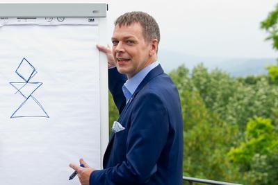Dr. Klaus M. Bernsau erklärt packend und präzise, z.B. Kommunikation