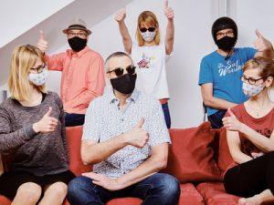 Soziales Leben in Zeiten von Corona. Die Maske hilft.